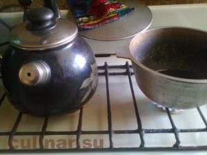 Гуляш – в чугунный казан налить растительного масла и ставить на огонь