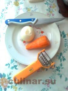Гуляш – две луковицы и одну морковь