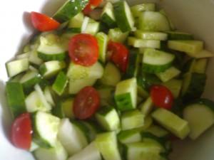 Салат огурцами и помидорами