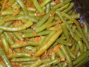 Спаржа – это специальный сорт, не содержащий внутренних пленок, потому пригодна для использования в пищу вместе с полезной и сочной кожурой. Часто этот сорт фасоли не содержит семян.