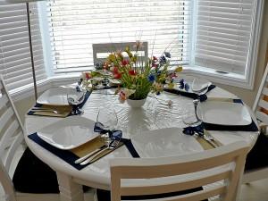 Оформление стола, как оформлен стол, застолье большое