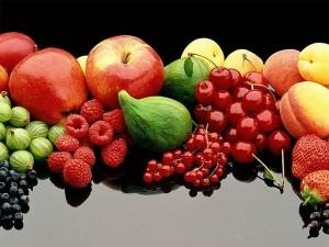 Чьи фрукты предпочесть или ешьте в сезон