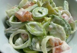 Начинающей хозяйке. Необычный зимний салат из обычных овощей