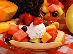 При приготовлении фруктовых десертов главное – уметь фантазировать и не бояться экспериментировать.