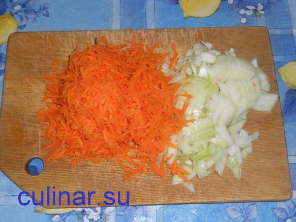 Морковь и лук ингредиенты для куриного плова