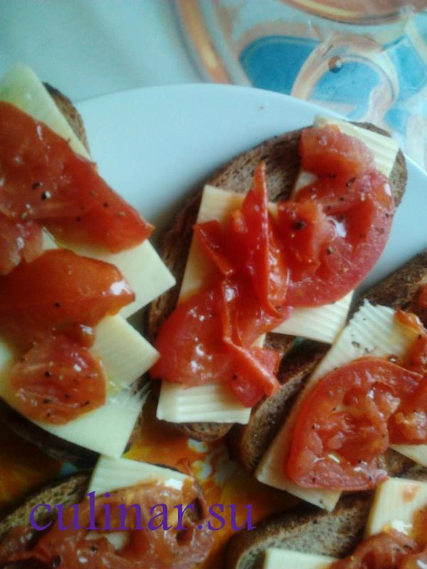 Брускетта с сыром и помидором