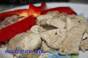 Свинина, жаренная с луком готовить легко и быстро