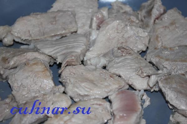 Свинина с луком готовить легко и быстро