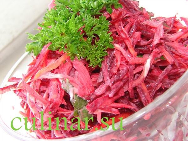 Салат из свежей свеклы и капусты