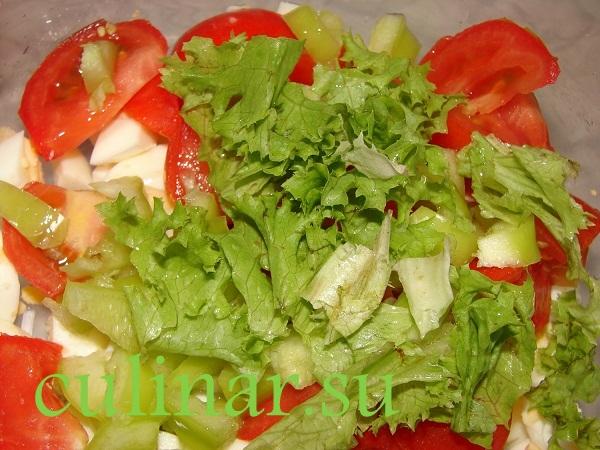 Салат с базиликом: помидоры, яйца, перец болгарский, листья салата