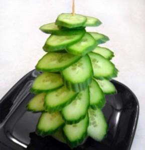 Елка из зеленых огурцов на новый год 2014