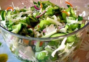 Очень сочный и освежающий салат. Рекомендую