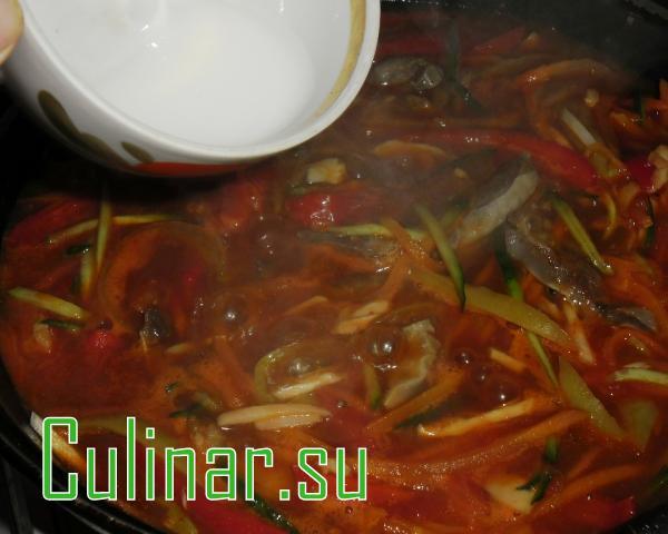 Густой суп с куриными желудочками и огурцом