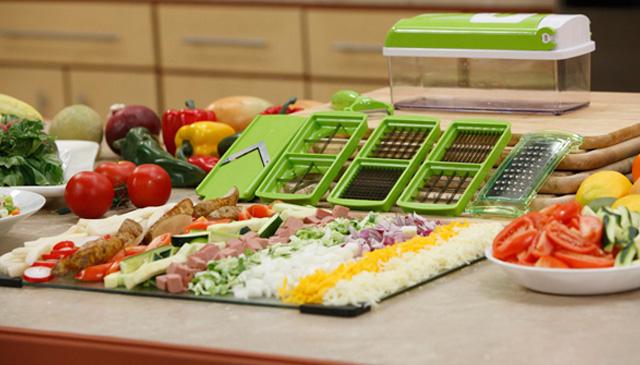 Овощерезка  очень компактна и с легкостью заменит кухонный комбайн